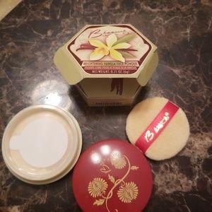 Besame vanilla face powder